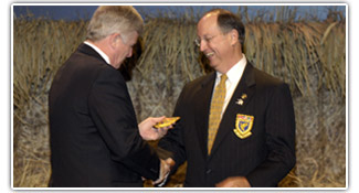 Bruce Lewis presents John Pope with the DU President crest